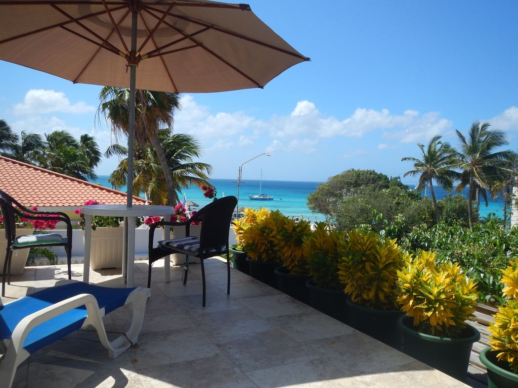 Beach White Villa Oceanview Apartment Ab August