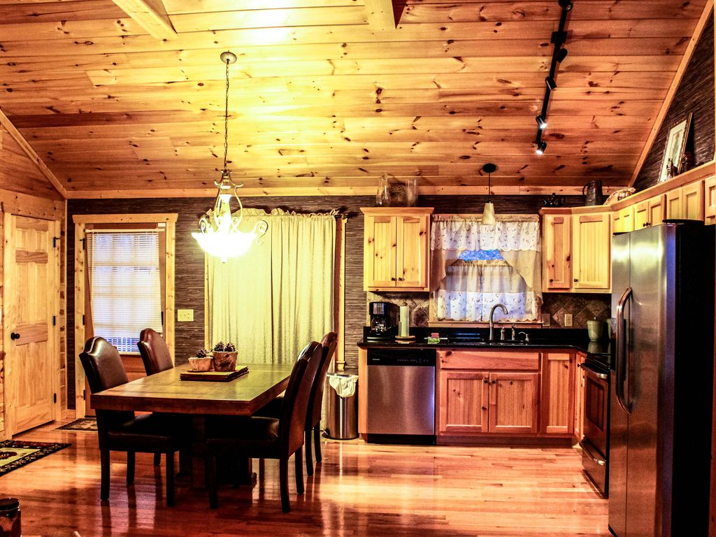 Ellijay Cabin rental: Family friendly private cabin with outdoor