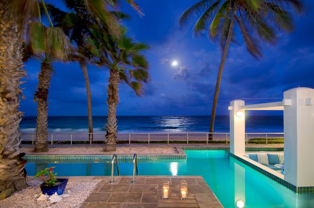 Villa Corinne at night - stargaze with your favorite drink