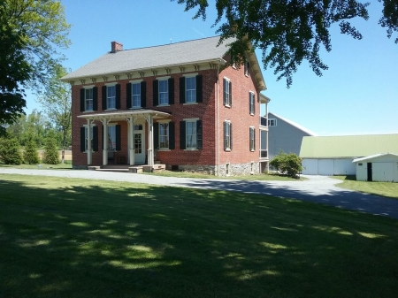 6 bedrooms brick farmhouse close to lancaster county attractions