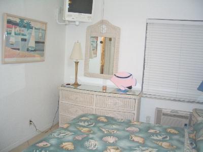 pphoto_113453180213_Bedroom.jpg