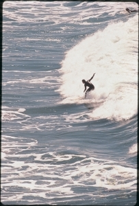 pphoto_131042250111_surfing.jpg