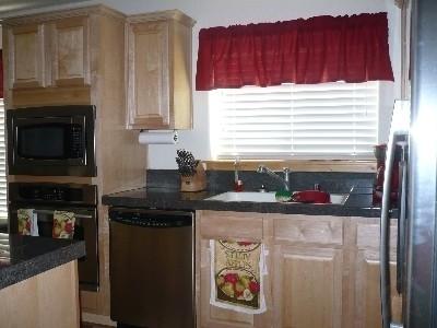 pphoto_165152260912_Kitchen_area.jpg