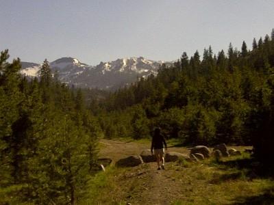 pphoto_165323260912_Donnor_Lake_hiking.jpg