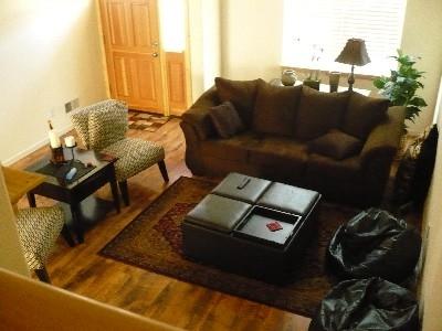 pphoto_165618260912_Living_room_from_stairway_(sofa_sleeper).jpg