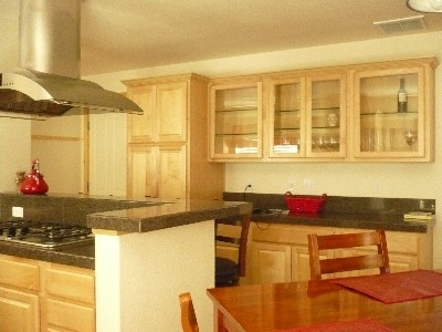 pphoto_165656260912_Dining_room_and_cooking_area.jpg