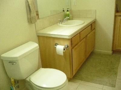 pphoto_170020260912_Upstairs_bathroom.jpg