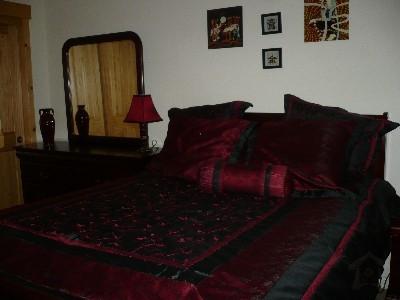 pphoto_170058260912_Guest_bedroom_queen_sized_bed.jpg